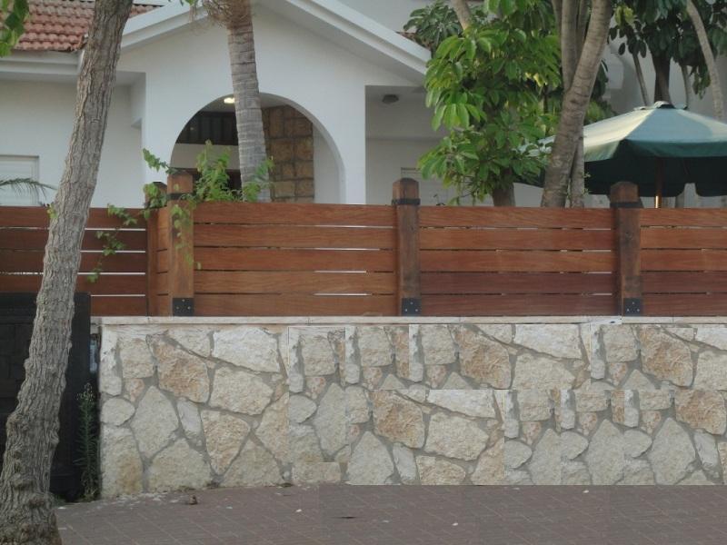 גדר עץ איפאה עמודים גושניים