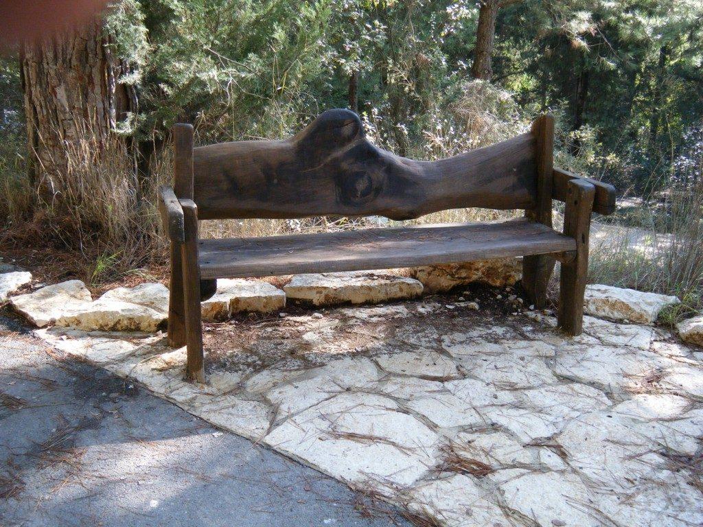 ספסל מעץ ברוש גזום