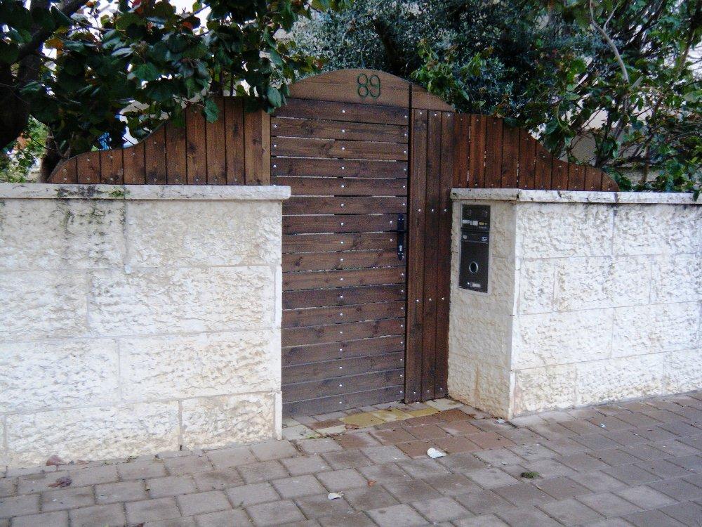 גדר ושער משולב